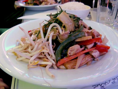 http://michirukaioh.free.fr/taistoietmange/japanesebistro/wok.jpg