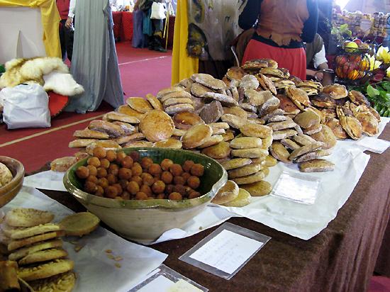 http://michirukaioh.free.fr/taistoietmange/pontoise_avr2010/standbouffe2.jpg
