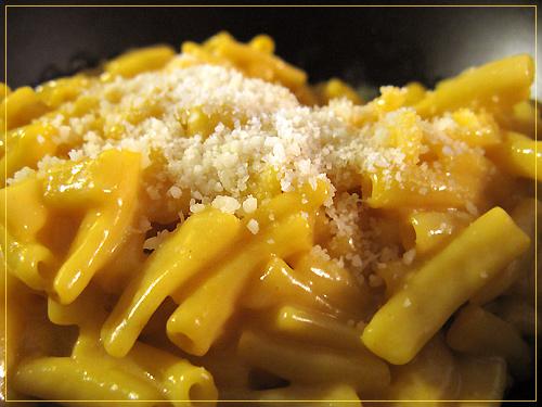 http://michirukaioh.free.fr/taistoietmange/uk-us/kraftmacaroni&cheese2.jpg